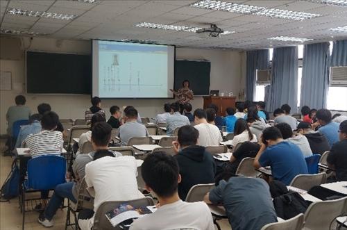 107年度 國外教授來訪學術演講「Wireless charging technologies for body area networks」演講
