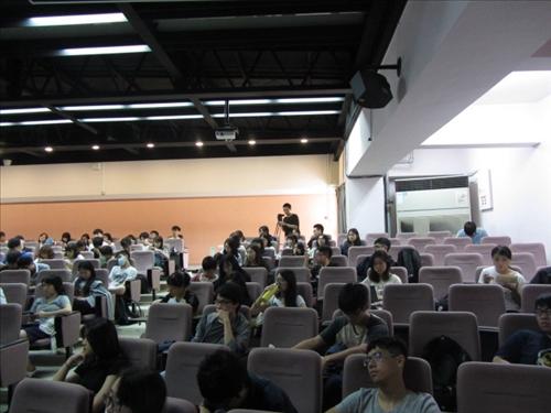 學生踴躍發言提問