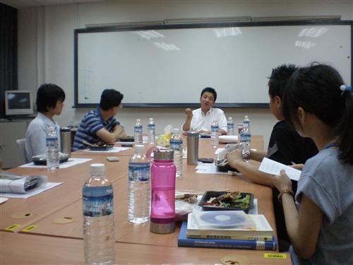 學習與教學中心於98學年度第2學期試行「淡江大學教師精進教學專業成長社群」。