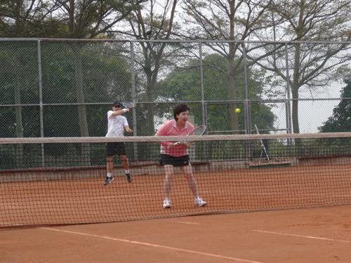 張家宜校長榮獲104年度大專教職員工網球賽首長組亞軍。