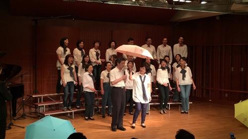 「淡江花月夜‧越夜越美麗」女教職員聯誼會合唱團表演。