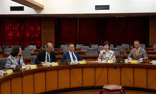 日本同志社大學校長村田晃嗣一行4人蒞校參訪。