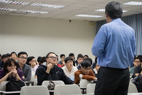 機電系企業導師請益-企業導師專題演講─認識專利,增加職場競爭力