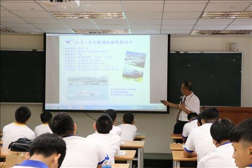 台北航運公司蔡凱瑞副理介紹遊艇基本常識及設備
