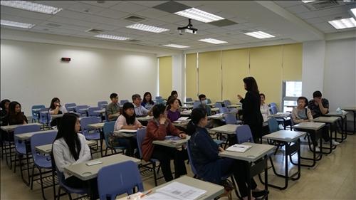分組座談_各大三出國留學學校輔導老師進行說明及交流。