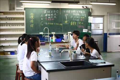 體驗化學實驗的樂趣