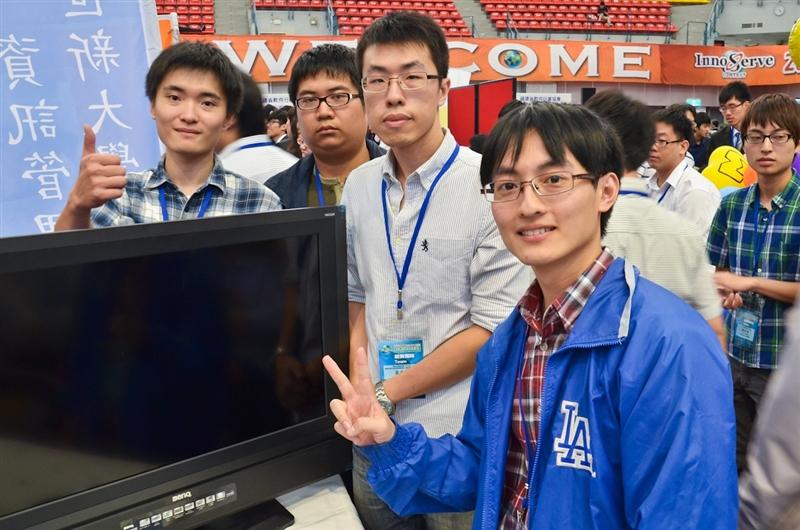 11月10日由經濟部工業局、教育部電子計算機中心、中華民國資訊管理學會共同舉辦,被譽為大專校院資訊相關科系學生「奧林匹克」比賽的「2012第17屆全國大專校院資訊服務創新競賽」決賽,本校資訊系、資管系同學,以其創新點子、優異的系統功能,分別獲得資訊應用組八第1名、產學合作組二第1名、智慧自動化產品與智慧機器人設計開發組第1名、智慧型手持裝置應用組二佳作。