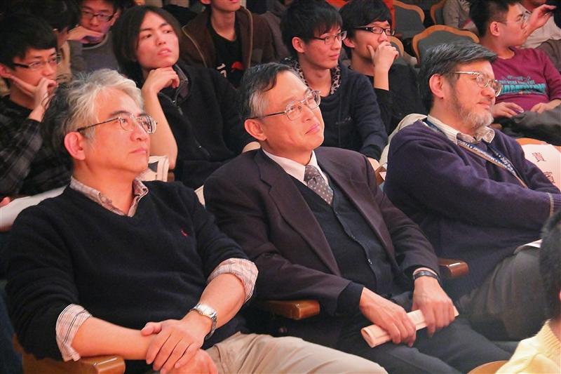 理學院舉辦師生「科技與藝術的對話」。