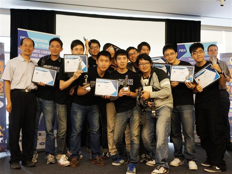電機系機器人再創FIRA 世界盃機器人大賽5金3銀3銅佳績。