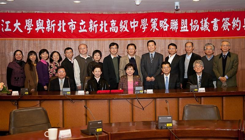 本校與國立三重高中簽訂策略聯盟。