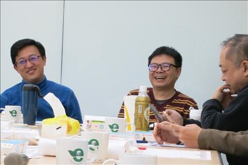 羅元隆與蔡明修老師回答本院教師