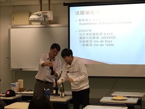 賴教授講解法國飲酒文化