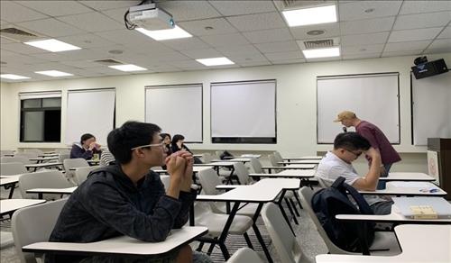 講師與同學們互動
