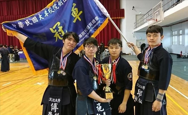 劍道社在大專院校109年劍道錦標賽得分賽奪得冠軍。(圖/劍道社提供)