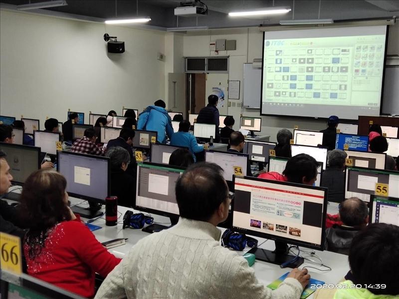 眾多教師出席2月20日的工作坊,認真學習MS teams軟體操作。(攝影/淡江時報社陳子璿)