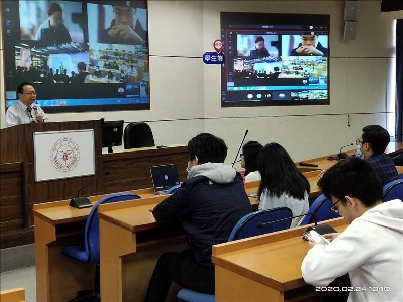 MS Teams軟體境外遠距教學,師生可以隨時互動、交流。(攝影/淡江時報社陳子璿)