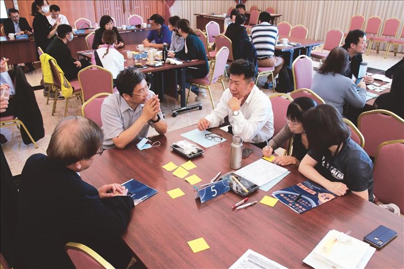 現場教師進行分組經驗分享與問答。(攝影/淡江時報社潘劭愷)