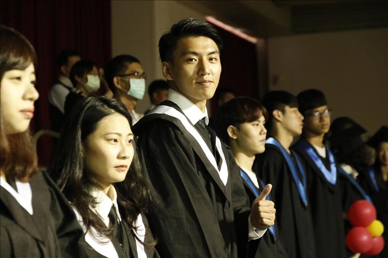 畢業生們開心參加畢業典禮。(攝影/淡江時報社游晞彤)