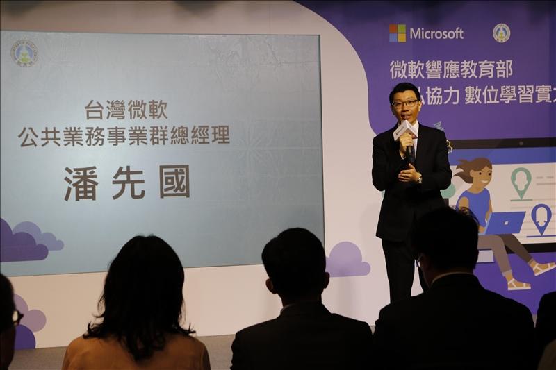 台灣微軟公共業務事業群總經理潘先國表示,微軟將人工智慧技術應用在教育場景,在全球推出Office 365雲端資源,希望可以做到「停課不停學」和「遠距教學」。(攝影/淡江報社張瑟玉)