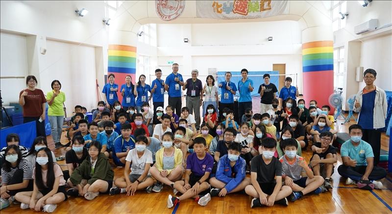 「化學遊樂趣」馬祖巡迴第一站介壽國中小團體合照(圖/科學教育中心提供)