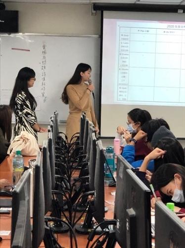 講者設計課堂互動,說明經營者如何思考和規劃品牌方向和行銷策略