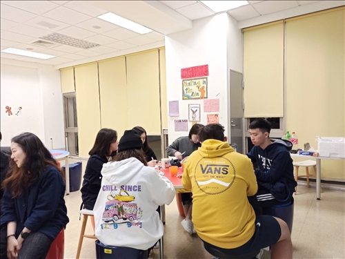 學生分桌討論