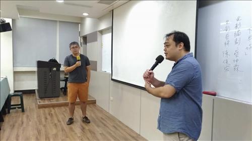 編劇(右)和剪輯師(左)進行演講的過程