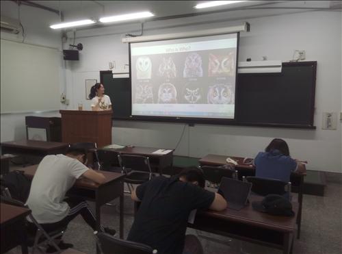 老師講解動物英文相關資訊