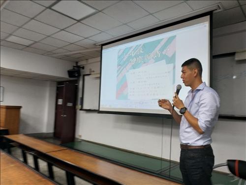 講者為蘇黎世大學博士生,與聽眾分享本書編輯經驗