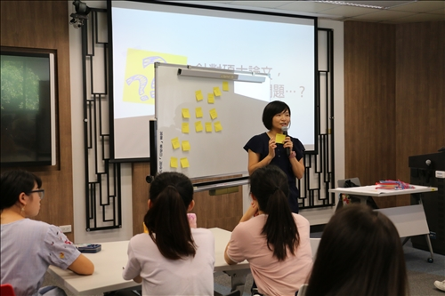 企管系涂敏芬老師利用「研究方法」課程,辦理「碩士論文架構,動手學:工作坊的教學操作」研習活動