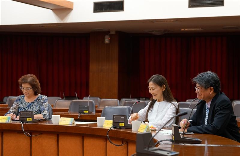 本校日本姊妹校同志社大學校長村田晃嗣(Professor Koji Murata, President)等一行於9月11日(星期五)下午蒞校訪問交流。本次來訪貴賓除了村田校長之外,另有校友及父母課課長田中裕一先生、校長秘書赤木泰朗先生及同志社台灣事務所高瑞蓮女士等4人。