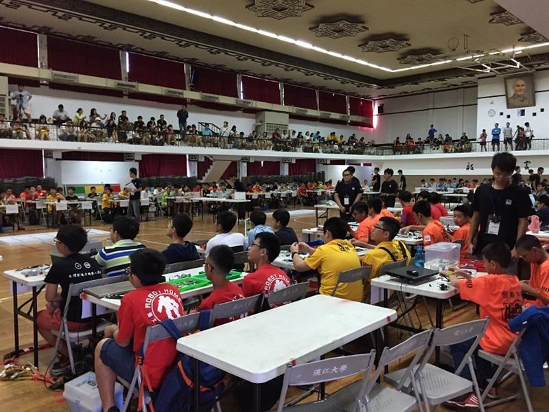 由國際奧林匹克機器人委員會台灣分會、臺灣玉山機器人協會及本校共同舉辦的「2015年WRO國際奧林匹克機器人大賽北區初賽」於8月22至8月23日在淡水校園學生活動中心舉行。北區競賽項目共計171隊,足球賽項目共有6支隊伍,總計有177隊,共七百多位學生及老師參賽,規模相當盛大。取得晉級的隊伍,才得以獲得全國總決賽的參賽資格,。總決賽表現優異晉級的隊伍將代表台灣出戰,在阿拉伯-卡達與全世界各國脫穎而出的隊伍一較高下。