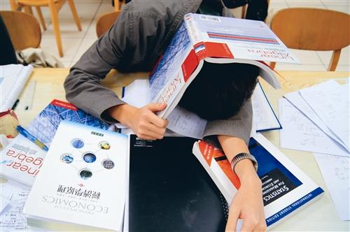 期中考衝刺 坐著躺著站著趴著都要讀書
