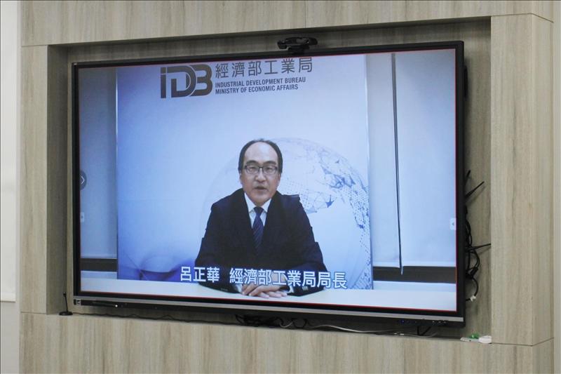 經濟部工業局局長呂正華以影片祝福教師社群啟動,表示希望能深化與本校AI相關合作。(攝影/淡江時報社林薏婷)