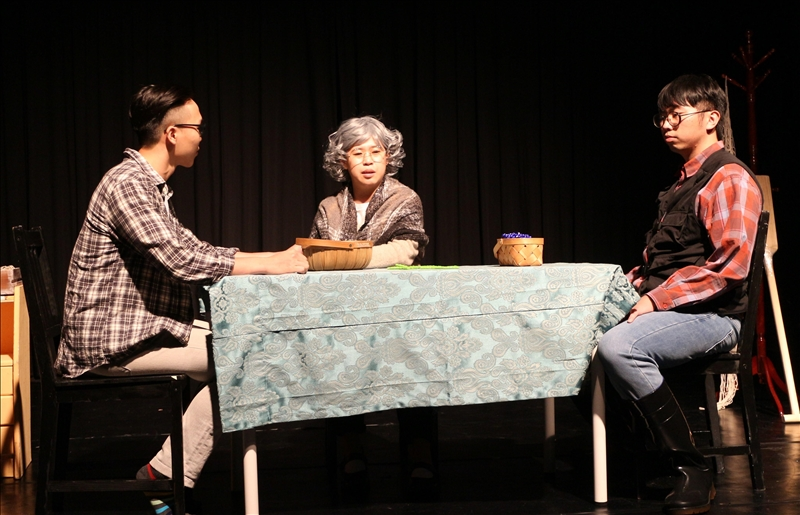 本校西語系於5月12日在實驗劇場舉辦「2021淡江西語畢業公演」,演出的主題為「載空船舶」,改編自西班牙知名劇作家亞列杭德羅.卡索納(Alejandro Casona)的《沒有漁夫的漁船》。(攝影/淡江時報社周亭妤)