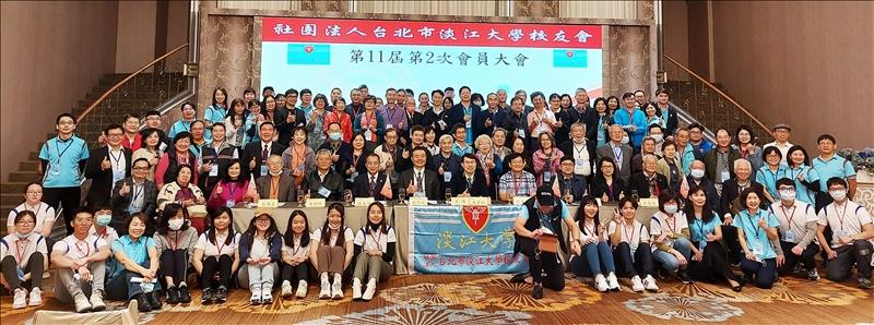 台北市校友會3月6日在晶宴會館民生館舉辦第十一屆第二次會員大會,校友們開心合照。(圖/台北市校友會提供)