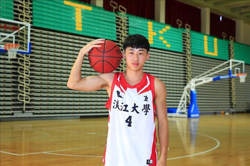 蔡東霖曾於大專盃籃球聯賽單節攻下18分,奠定他成為校隊征戰球場的關鍵主力。(攝影/淡江時報社游晞彤)