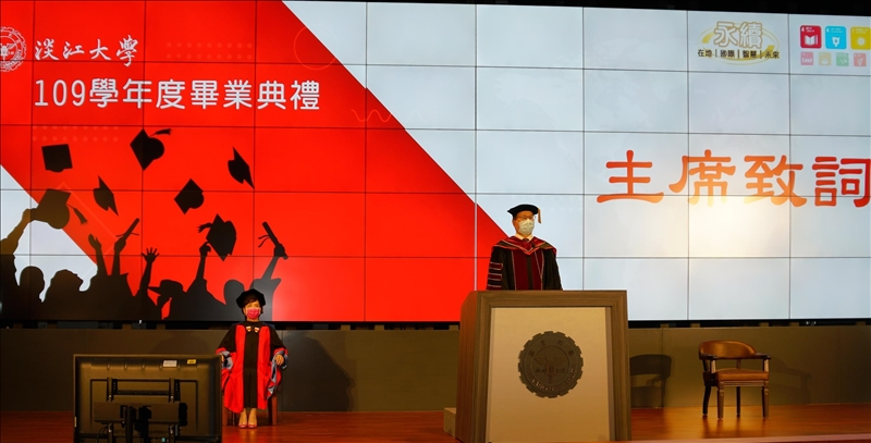 本校109學年度畢業典禮由校長葛煥昭主持並致詞。(圖/秘書處馮文星提供)