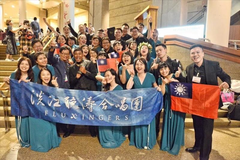 2019年8月淡江聽濤合唱團赴新加坡參加國際合唱大賽獲得三項冠軍,名揚海外。(淡江聽濤合唱團提供)