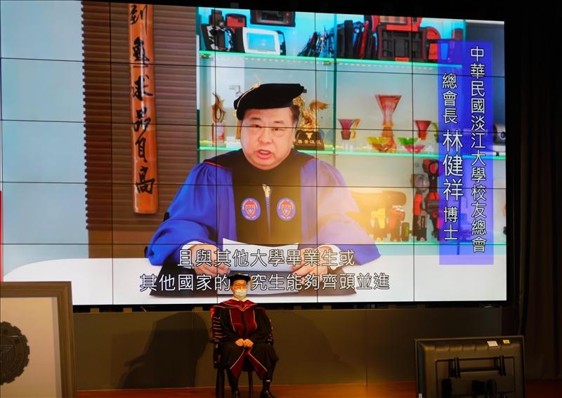 中華民國淡江大學校友總會總會長林健祥博士採預先錄影的方式為學生致詞勉勵。(圖/秘書處馮文星提供)