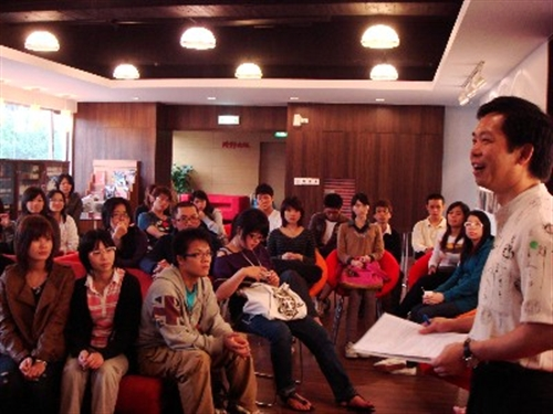 中文系辦理「交通部基隆港務局」及「時報文化出版公司」企業參訪