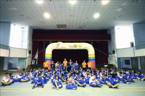旗津國中的師生與淡江工作人員一同於實驗前進行大合照