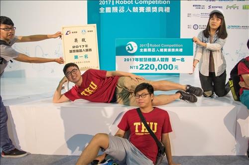 全國機器人競賽 機電系風光奪冠