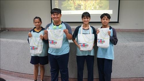 感謝中華紙漿贊助許多精美禮品,讓萬榮國中的同學更積極踴躍參與活動