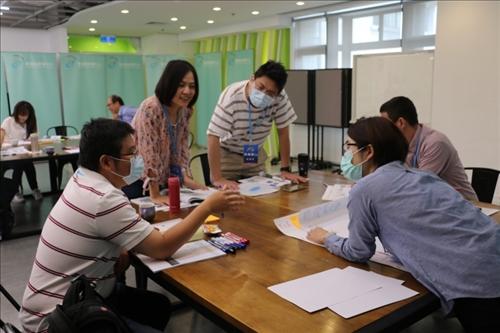 新聘教師討論理想中的老師與課程設計為何