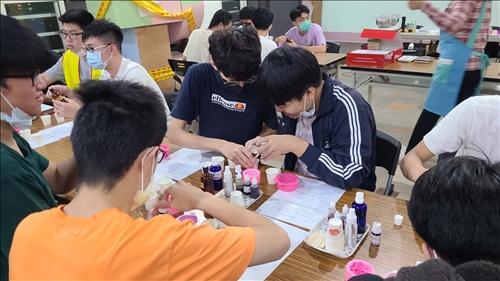 同學互動學習,發揮團隊合作精神