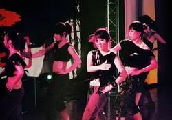 舞蹈研習社、體適能有氧社、極限舞蹈社及熱門舞蹈社等社團甫上場,一連串毫無冷場的舞蹈,令台下觀眾為之瘋狂。