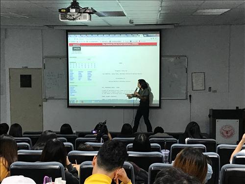 魏嘉宏老師透過各類別的短片動畫講解片名、故事內容方法