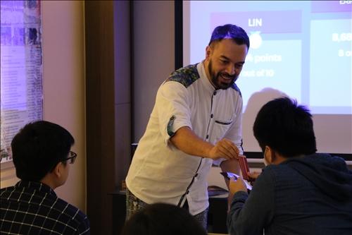 瓜地馬拉介紹同學與參與者玩遊戲