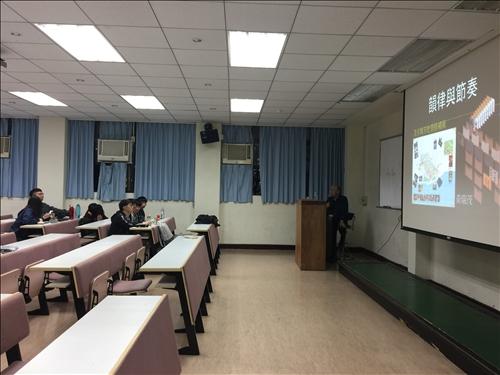 講者上課與同學聽講02
